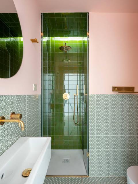 villa a Ragusa - Carcara bagno colore rosa verde