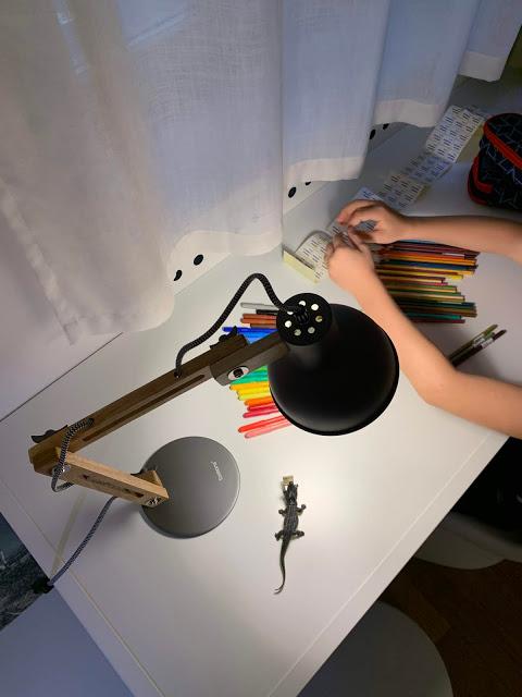 lampada da scrivania legno e metallo