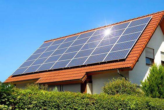 villetta classica con tetto fotovoltaico
