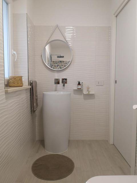 bagno con lavabo di design