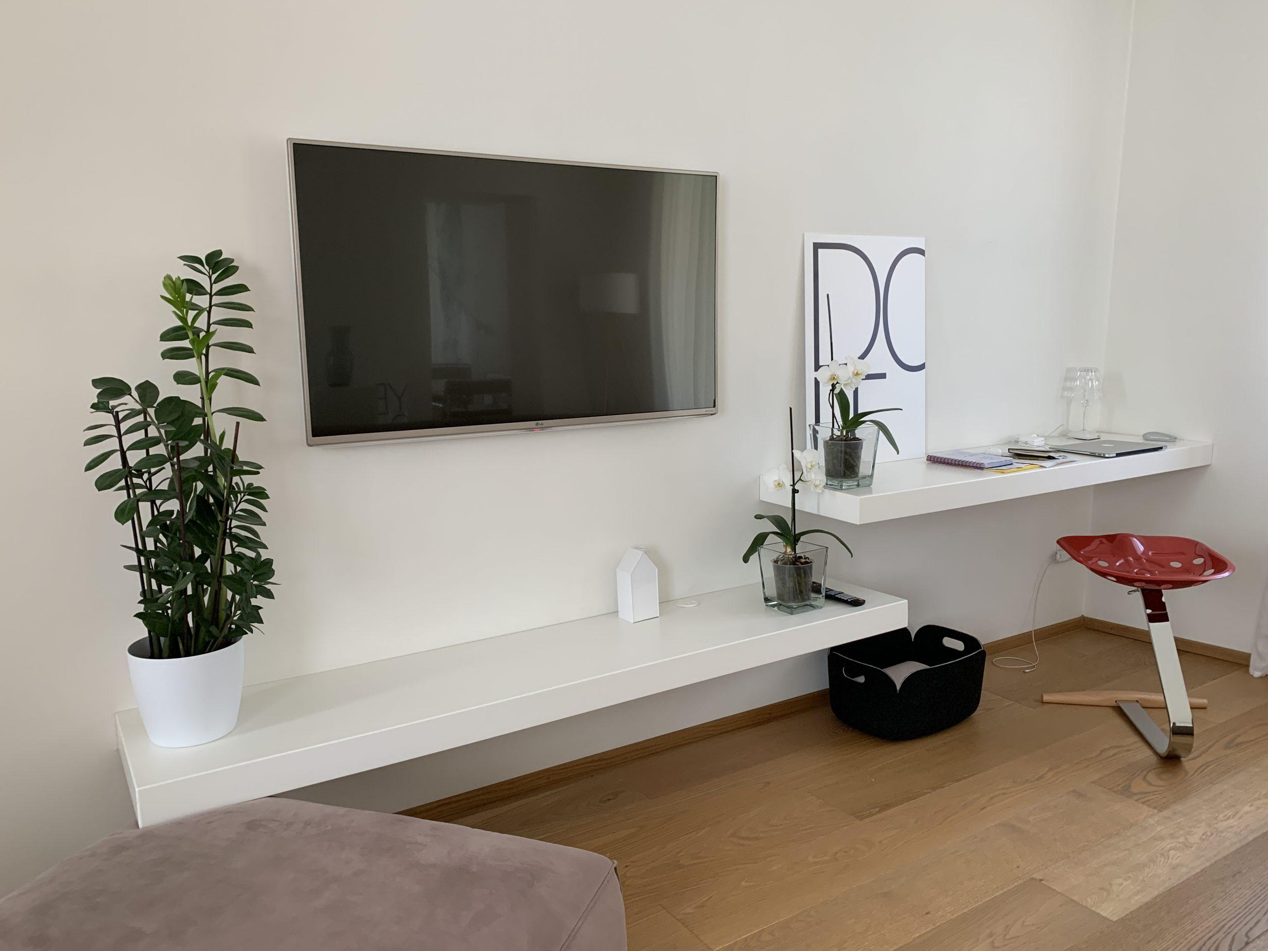 mobile tv e scrivania